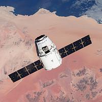 高端秀:SpaceX 龙飞船5天往返太空游  4人成团 2021年末-2022年中出发